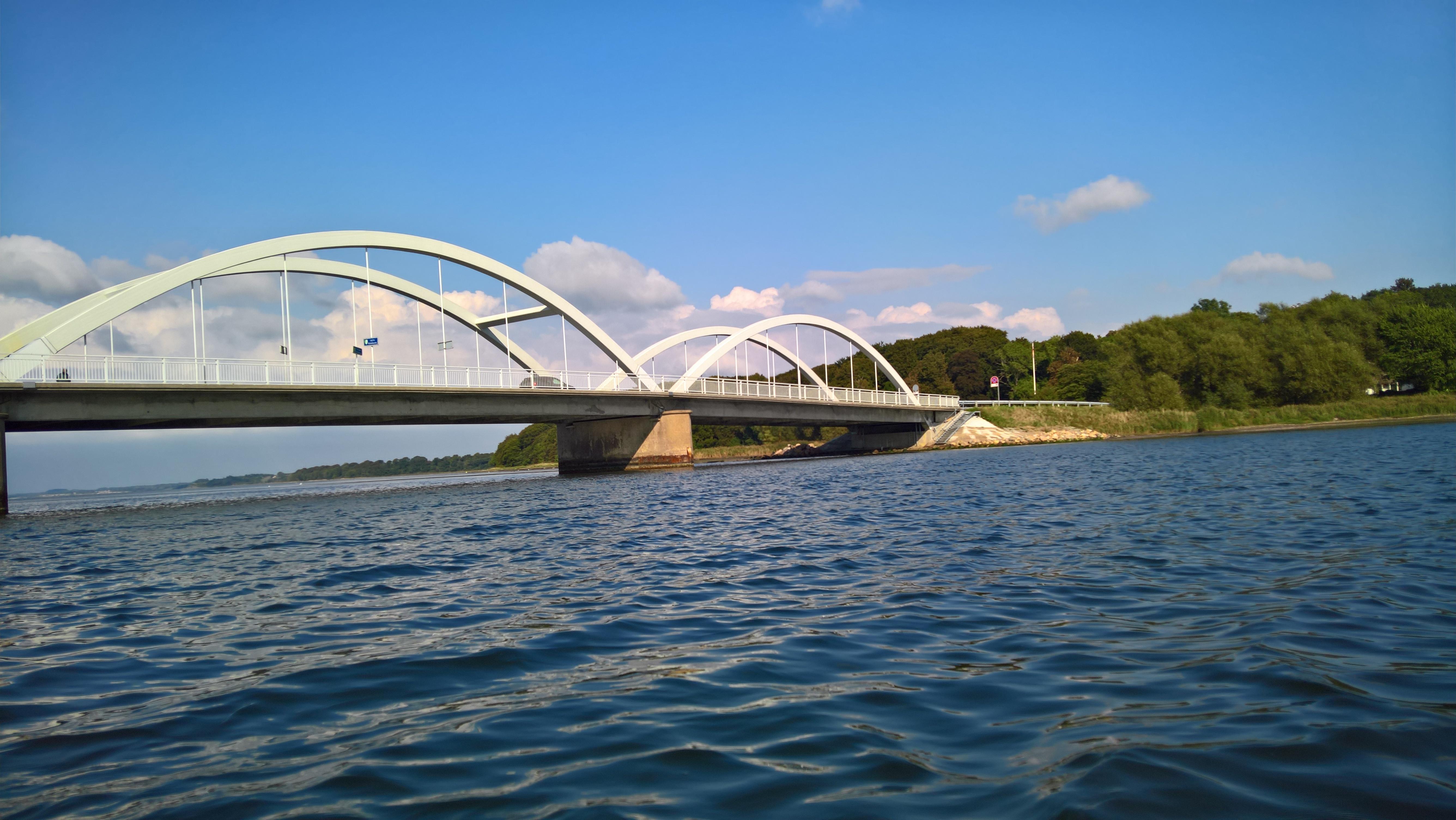 sol og lunt fjordvand ved Munkholmbroen